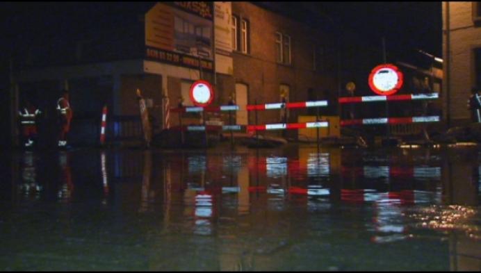 Straat in Willebroek staat blank na groot waterlek