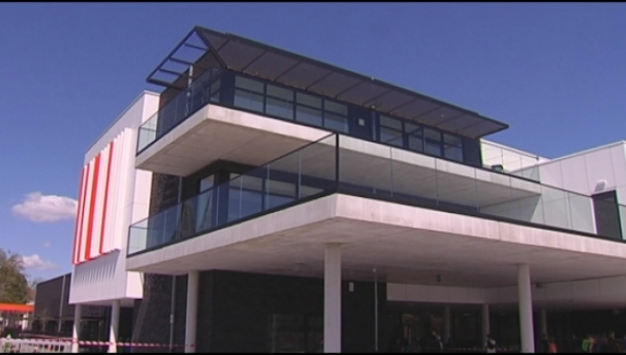 Gloednieuwe school nu pas open door corona