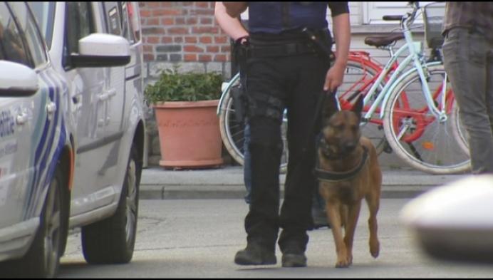 5 mannen opgepakt bij 4 huiszoekingen in drugsonderzoek