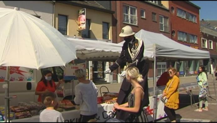 Agent houdt op ludieke wijze toezicht op Willebroekse markt