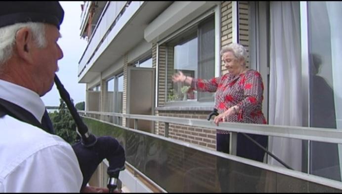 100-jarige Marieke gevierd met balkonscène in Herentals