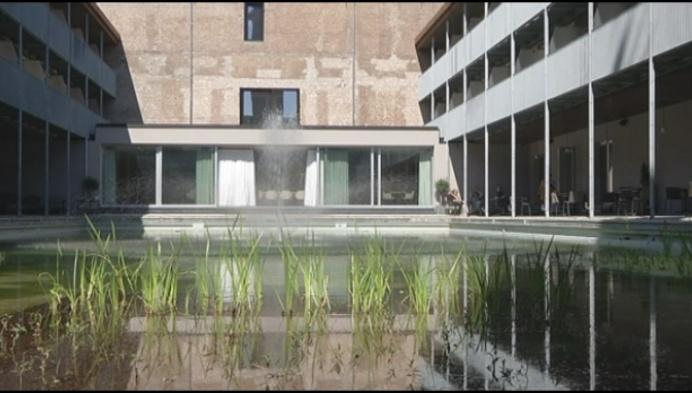 Uniek balkonconcert in hotel Van der Valk
