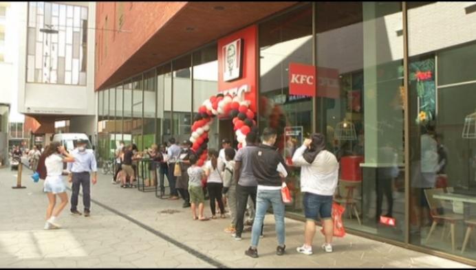 Druk maar geen stormloop bij opening KFC in Turnhout