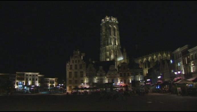 Sint-Romboutstoren straalt in nieuw lichtje
