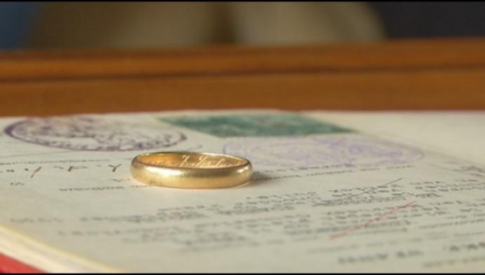 Ongelooflijk: verloren trouwring na bijna 70 jaar teruggevonden