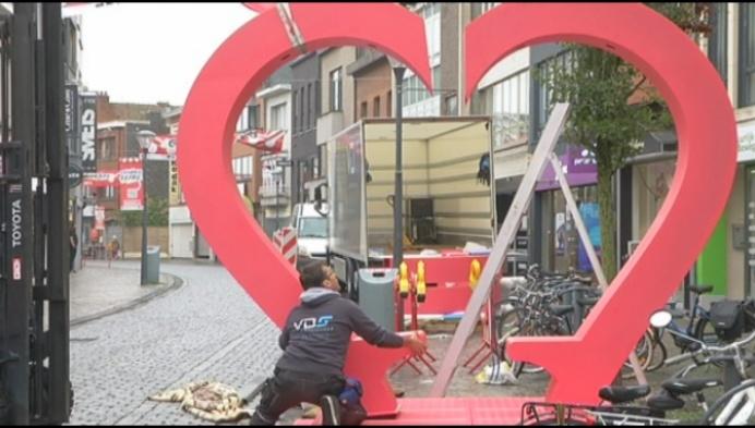 Harten brengen extra sfeer in de Zandstraat