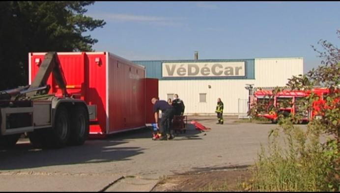 Brand bij Védécars zorgt voor zwarte rookpluim in Merksplas