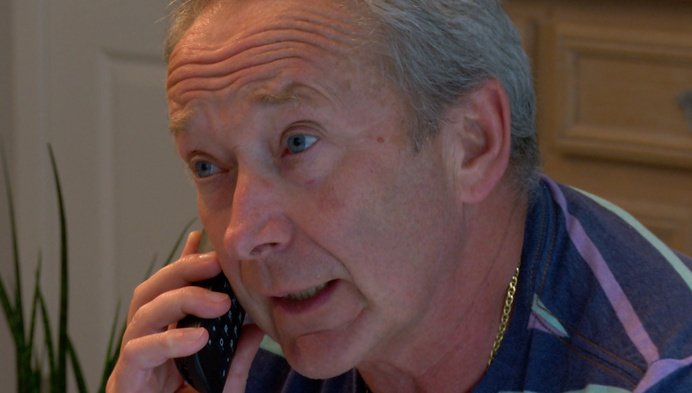 Vrijwilligers bellen alleenstaande 80-plussers op