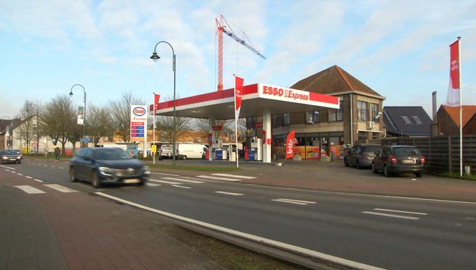 Mysterieuze politie inval bij Esso-tankstation in Balen