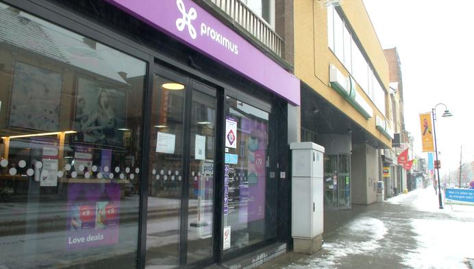 Overvallers stelen Iphones bij Proximus-winkel op klaarlichte dag