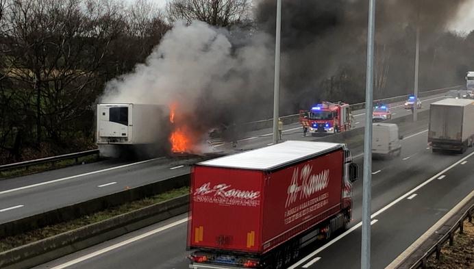 Urenlang hinder door brandende vrachtwagen op E 313