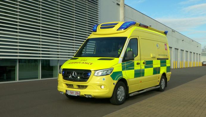 """Ambulancedienst Beerse zet nieuwe """"betere"""" ziekenwagen in"""