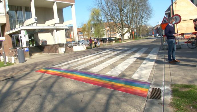 Ook Willebroek heeft nu regenboogzebrapaden