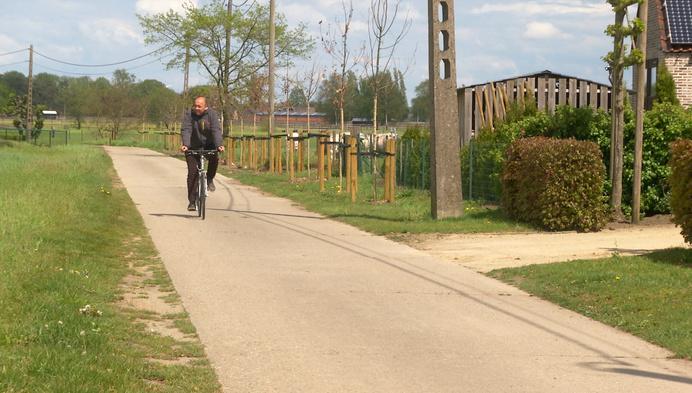 Langs fietsknooppunten naar het vaccinatiecentrum in Putte
