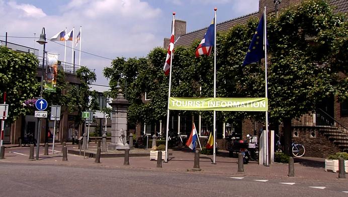 """Nog geen Duivelse of oranjegekte in Baarle:""""Vlagjes zijn voor de maatjes"""""""