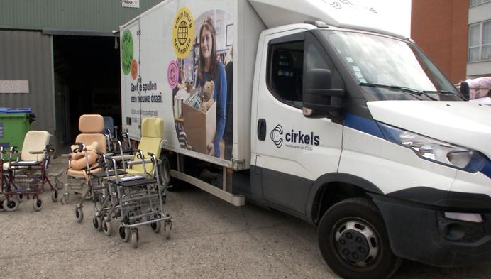 Woonzorgcentrum Ten Weldebrouc schenkt oude rolstoelen weg