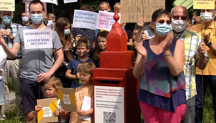 Buurtbewoners protesteren tegen verkaveling Beyerse Velden