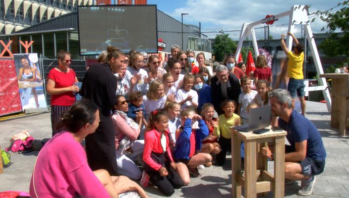 Zomerbar Terrazza in Mechelen supportert voor Jutta Verkest op groot scherm