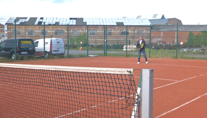 Tennisschool Fun2Tennis baat sporthal Den Boemel uit