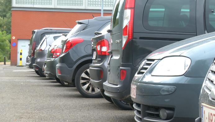 Opvallend: Automobilst vervalst zegel op nummerplaat