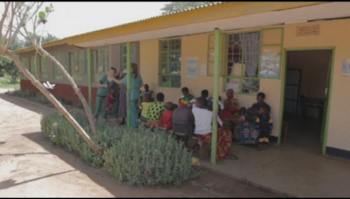 Turnhoutse studentes verpleegkunde in Tanzania op stage